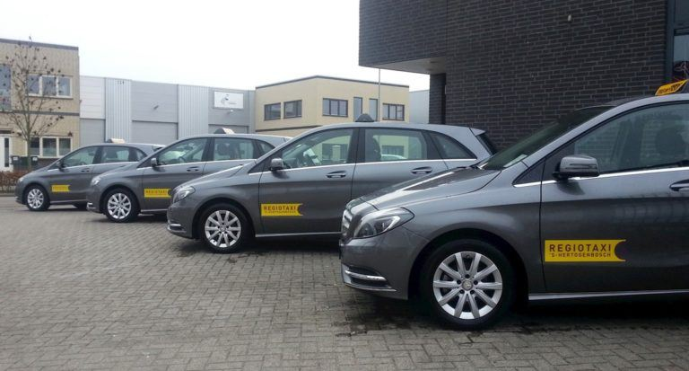 Vier grijze taxi's Regiotaxi 's-Hertogenbosch