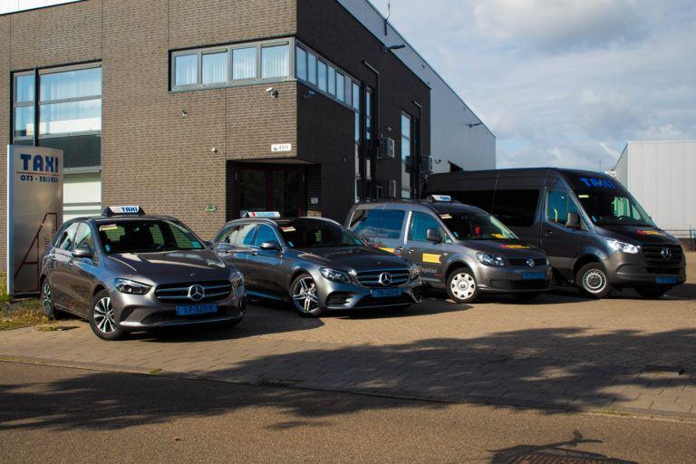 Een gedeelte van het wagenpark van Taxi van Alebeek te Den Bosch